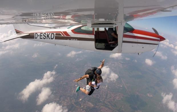 fallschirm-tandemsprung-hirschbach-im-muehlkreis-flugzeug