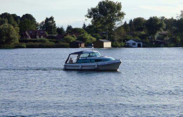 hausboot-uebernachtung-bellus-rechlin-urlaub-see