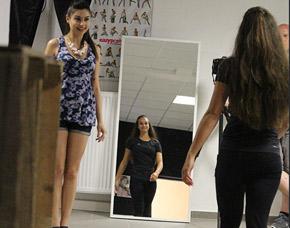 be-a-top-model-nuernberg-catwalk-vor-spiegel