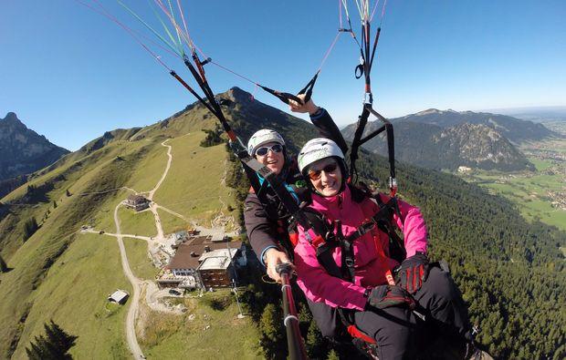 thermikflug-gleitschirm-tandemflug-von-den-gipfeln-der-allgaeuer-alpen-erlebnis
