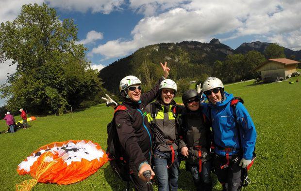 paerchen-gleitschirm-tandemflug-fuer-zwei-15-20-minuten-spass