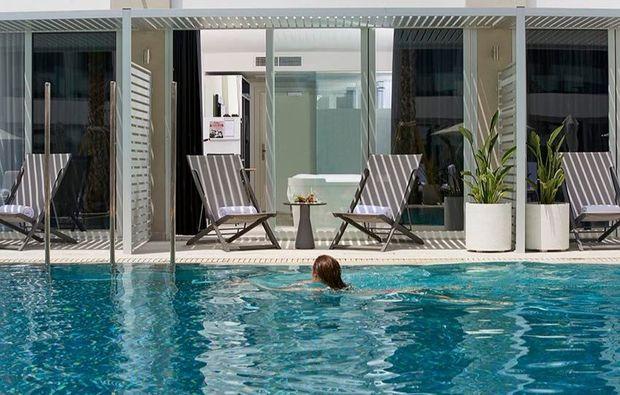 erlebnisreisen-palma-de-mallorca-schwimmbad