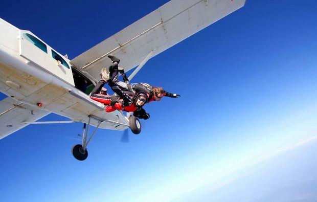 fallschirm-tandemsprung-lahrschwarzwald-flugzeug