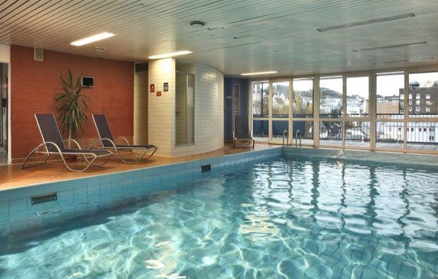 kurztrip-siegen-pool