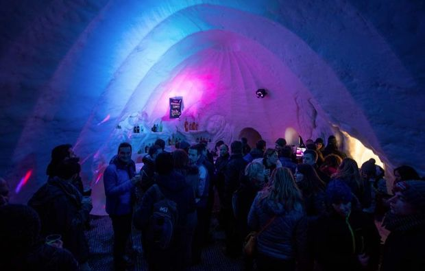 iglu-uebernachtung-les-arcs-feiern