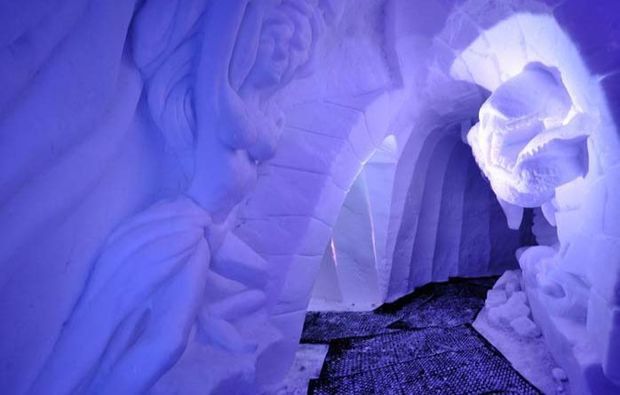 iglu-uebernachtung-les-arcs-grotte