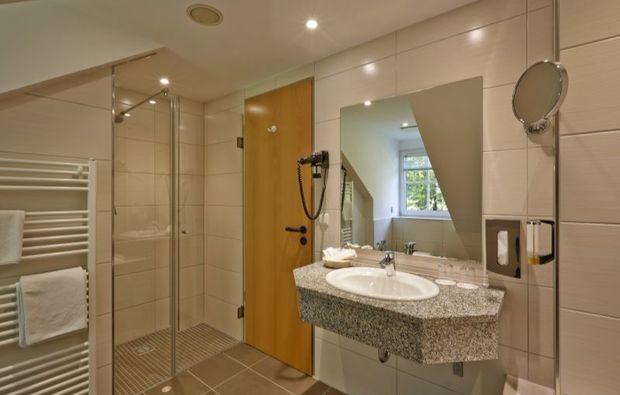 wellness-wochenende-deluxe-friedrichroda-badezimmer