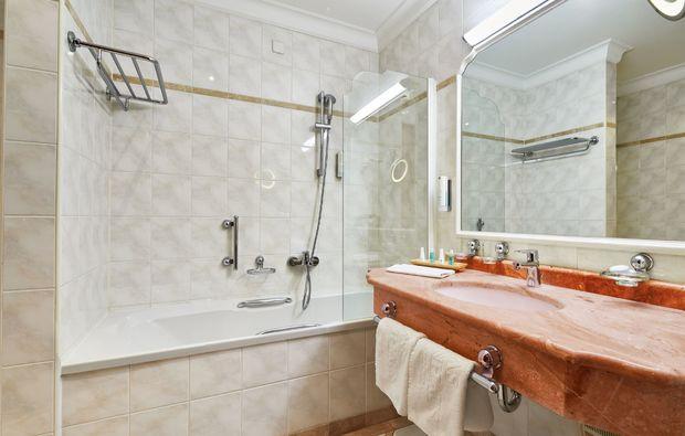 kuschelwochenende-bad-hofgastein-hotelbadezimmer