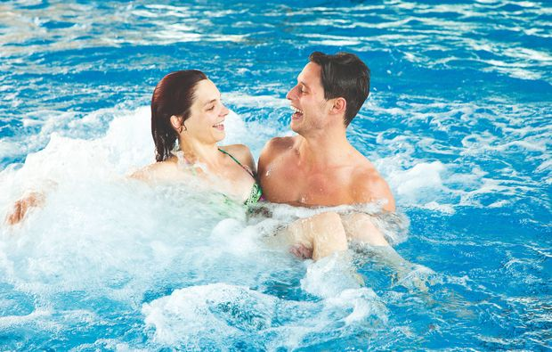 romantikwochenende-kurztrip-bludenz-pool