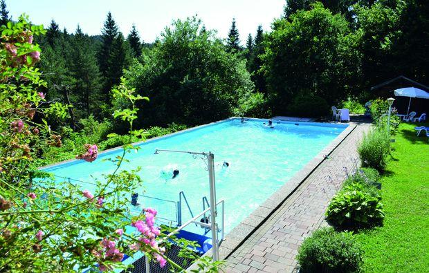 romantikwochenende-feldkirchen-swimming-pool