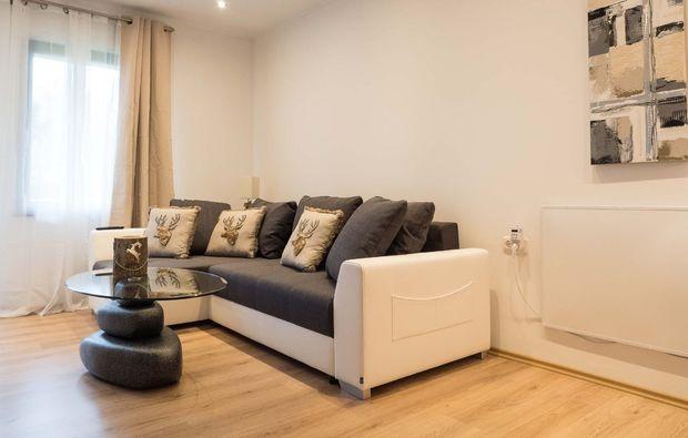 romantikwochenende-steinwiesen-couch