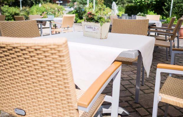 romantikwochenende-steinwiesen-terrasse