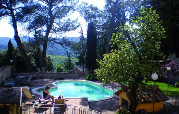 romantikwochenende-san-venanzo-tr-pool