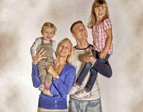 familien-fotoshooting-trostberg-familie-kinder-auf-schultern