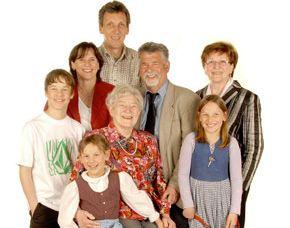 familien-fotoshooting-trostberg-familie-mit-oma