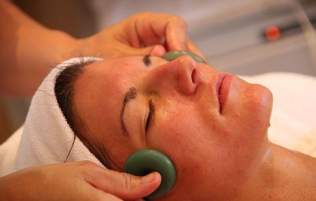 hot-stone-massage-villach-gesichtsmassage