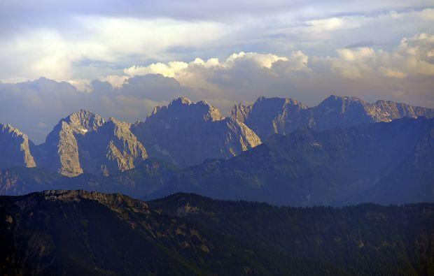 ballonfahren-hittenkirchen-am-chiemsee-berglandschaft