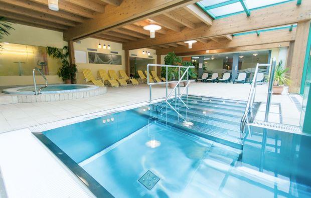 wellnesshotels-bad-kleinkirchheim-pool