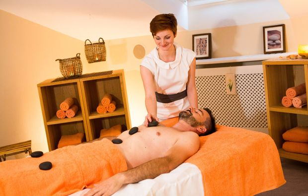 schlemmen-traeumen-bad-fuessing-hotstonemassage