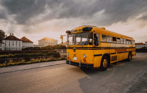 erlebnisrestaurant-muenchen-school-bus