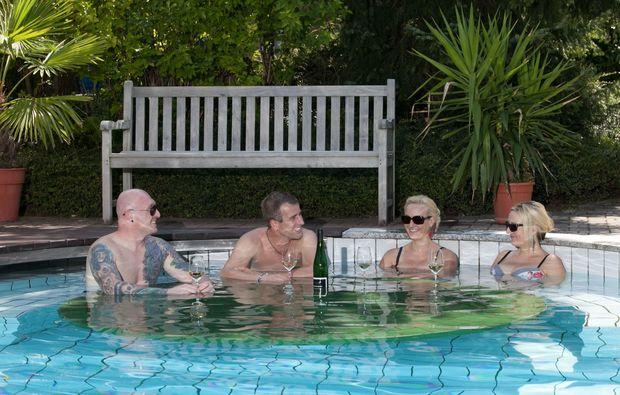 zauberhafte-unterkuenfte-ratsch-an-der-weinstrasse-pool