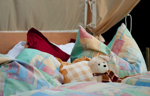 uebernachten-dorfgastein-garten-himmelbett