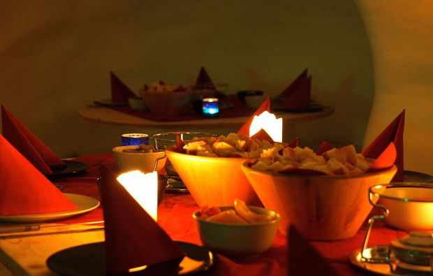 uebernachtung-im-romantik-iglu-oetz-dinner