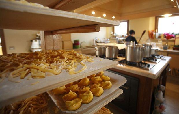 ferrari-fahren-maranello-pasta