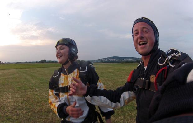 fallschirm-tandemsprung-radfeld-adrenalin