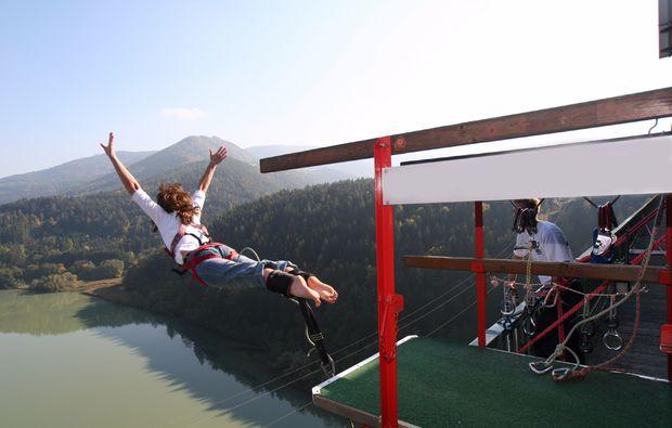 bungee-jumping-jauntalbruecke-jauntalbruecke-in-kaernten-drop-off-plank