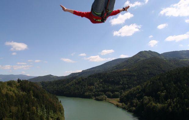 bungee-jumping-jauntalbruecke-jauntalbruecke-in-kaernten-leap-of-faith-top-down