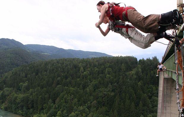 bungee-jumping-jauntalbruecke-jauntalbruecke-in-kaernten-tamdem-drop-off-snapshot