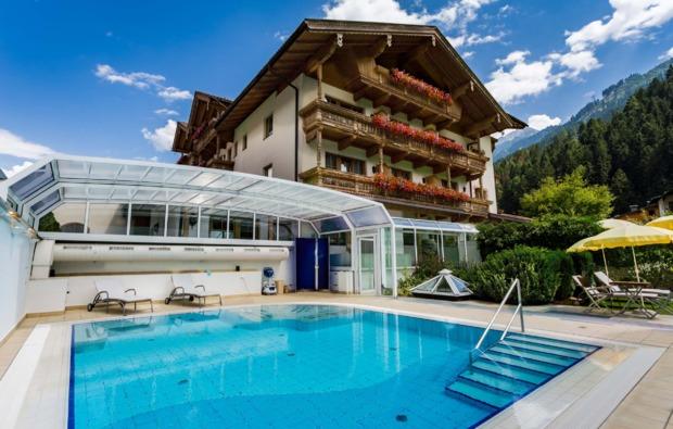romantikwochenende-mayrhofen-pool
