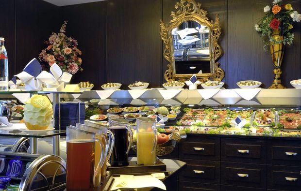 gourmetreisen-muenchen-fruehstuecksbuffet