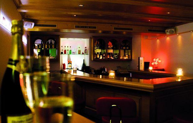 candle-light-dinner-bar-emmetten