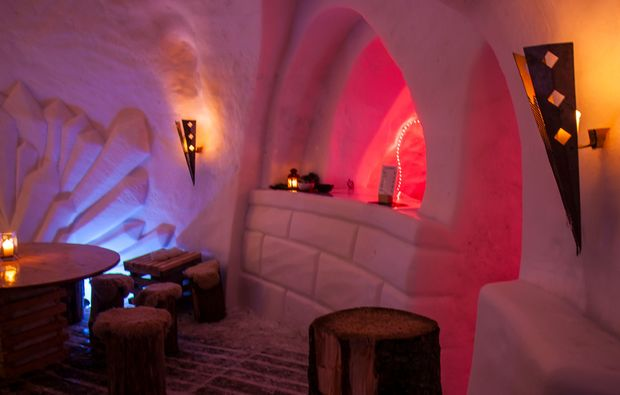 uebernachtung-im-romantik-iglu-oetz-bar