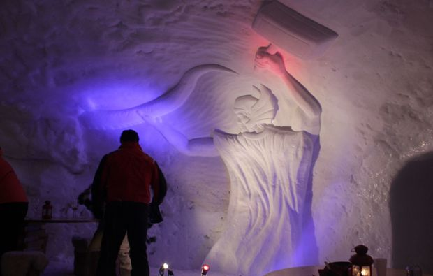 uebernachtung-im-romantik-iglu-oetz-skulptur