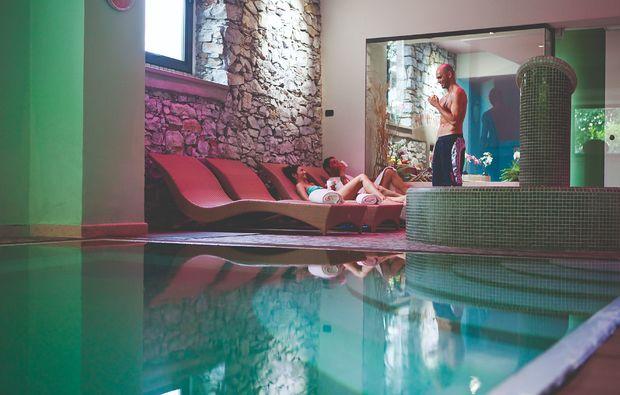 kurztrip-bella-italia-lovere-schwimmbad