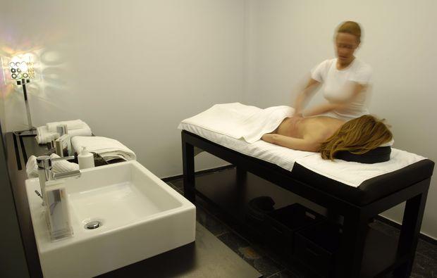 romantikwochenende-bruessel-massage