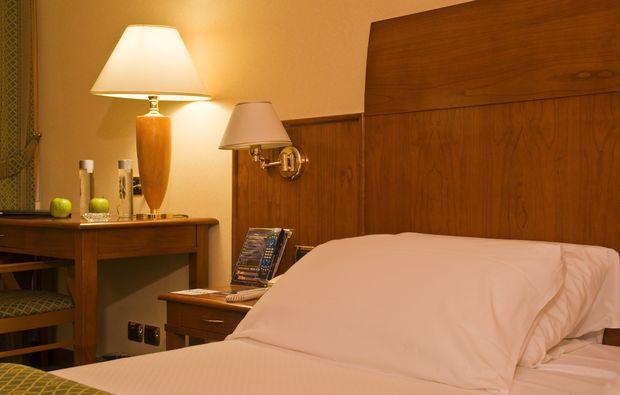 hotel-schwimmen-zimmer_31510936296