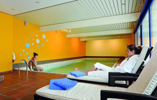 3-days-you-me-unterwasser-pool