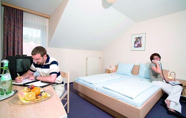 3-days-you-me-waldmuenchen-schlafzimmer