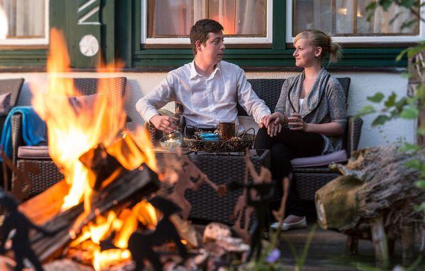 romantikwochenende-tannheim-lagerfeuer