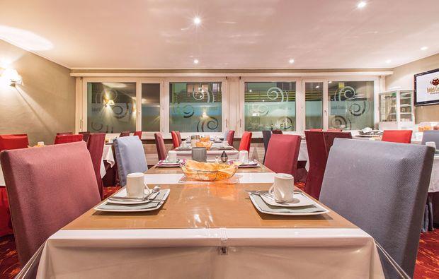 romantikwochenende-crans-montana-restaurant