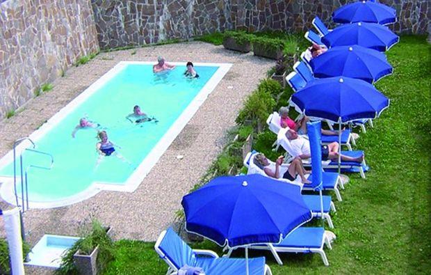 3-days-you-me-segonzano-schwimmbad
