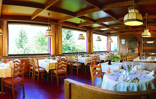 zauberhafte-unterkuenfte-mieders-im-stubaital-speisesaal