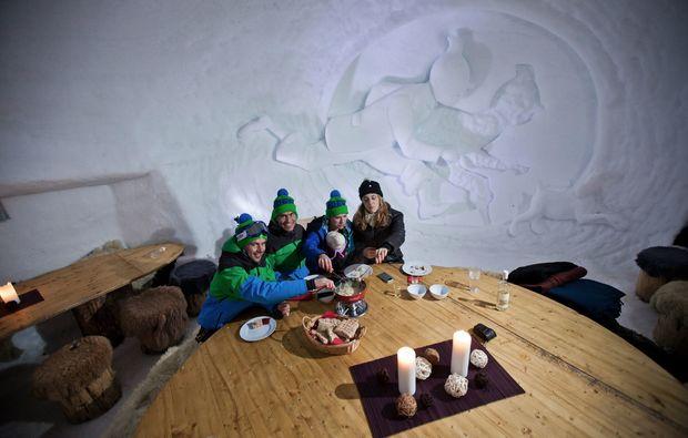 kaesefondue-zermatt-gemeinsam