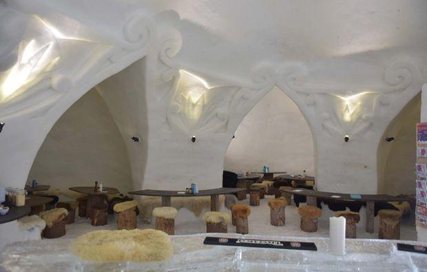 iglu-uebernachtung-gstaad-bar
