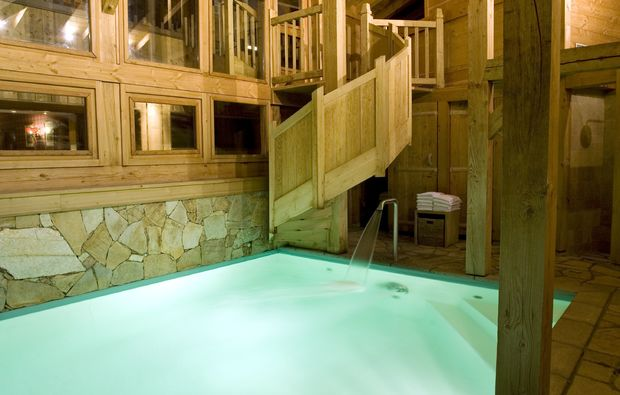 wellnesshotel-pool-le-grand-bornand