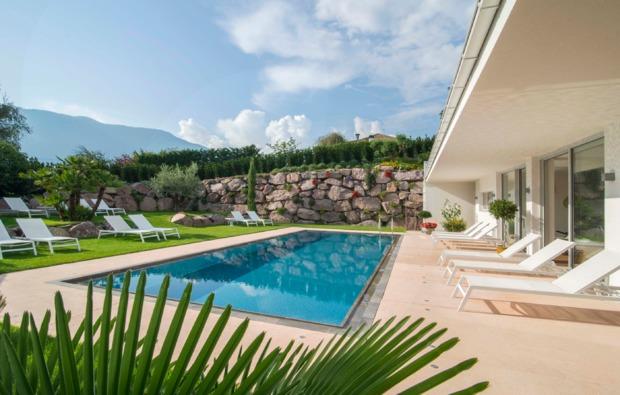 gourmetreise-burgstall-bei-meran-pool